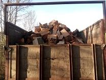 Holz auf dem Kipper